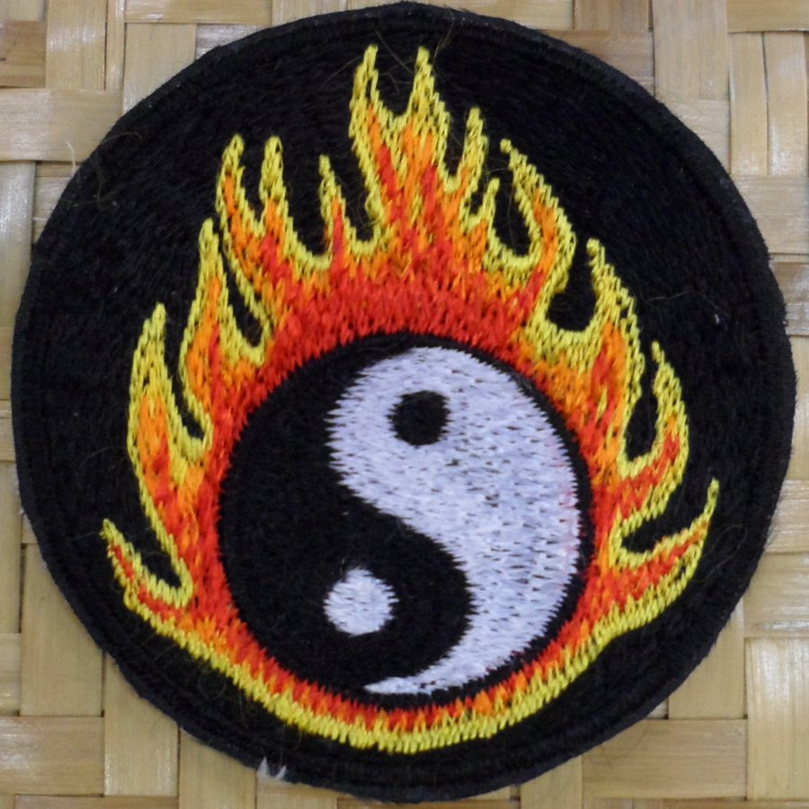 Patch yin yang flamme fond noir