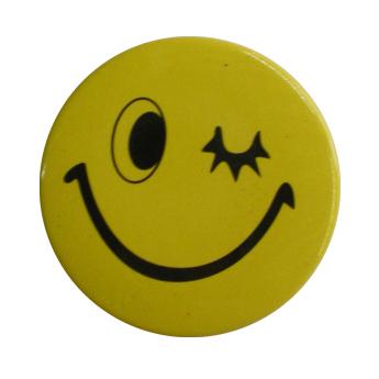 Badge smiley clin d'oeil