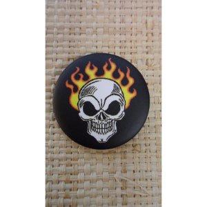 Badge crâne enflammé 45