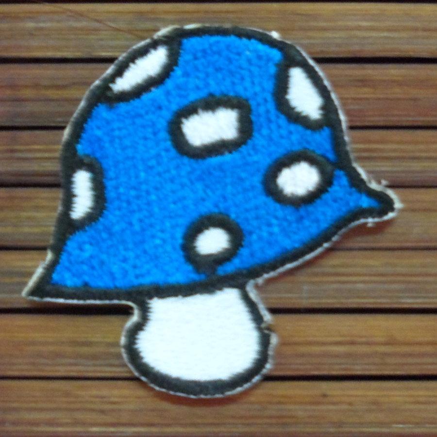 Ecusson champignon bleu