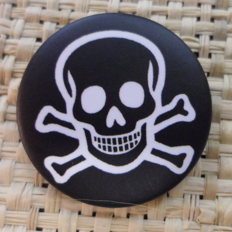 Badge tête de mort souriante black
