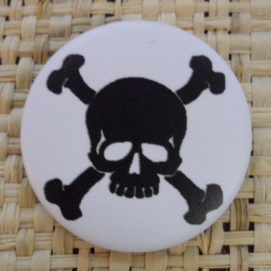 Badge 2 tête de mort  noire/blanc