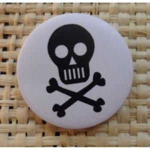 Badge 5 tête de mort noire/blanc