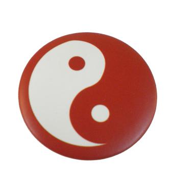 Badge Yin Yang Rouge et blanc fond rouge