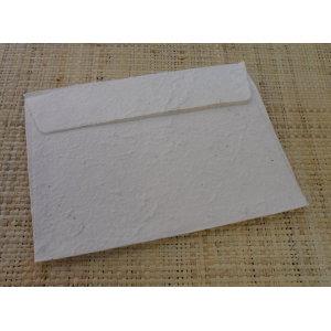 Papier à lettre et 10 enveloppes écru