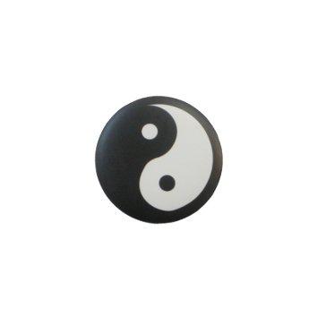 Badge Yin Yang fond noir