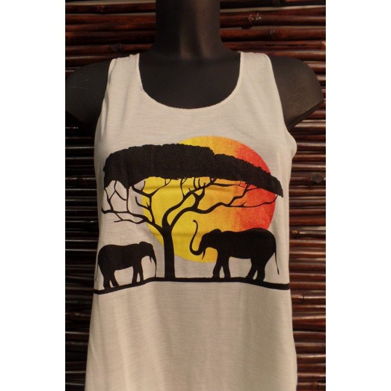 Débardeur les éléphants sous l'arbre