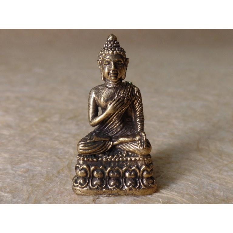 Miniature Bouddha gris main sur le coeur