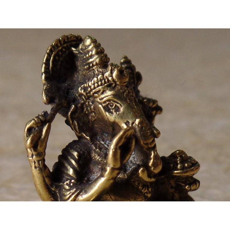 Ganesh doré assis Aum