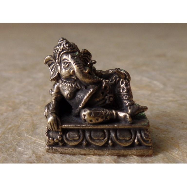 Ganesh couché son trône