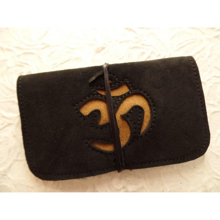 Blague à tabac croûte de cuir noire motif Aum moutarde