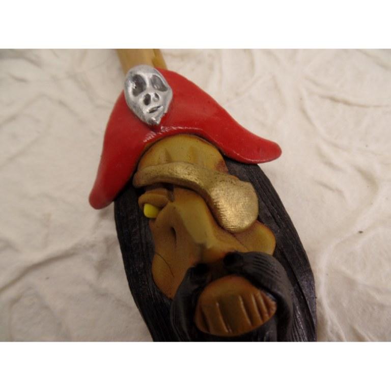 Pipe pirate au chapeau rouge