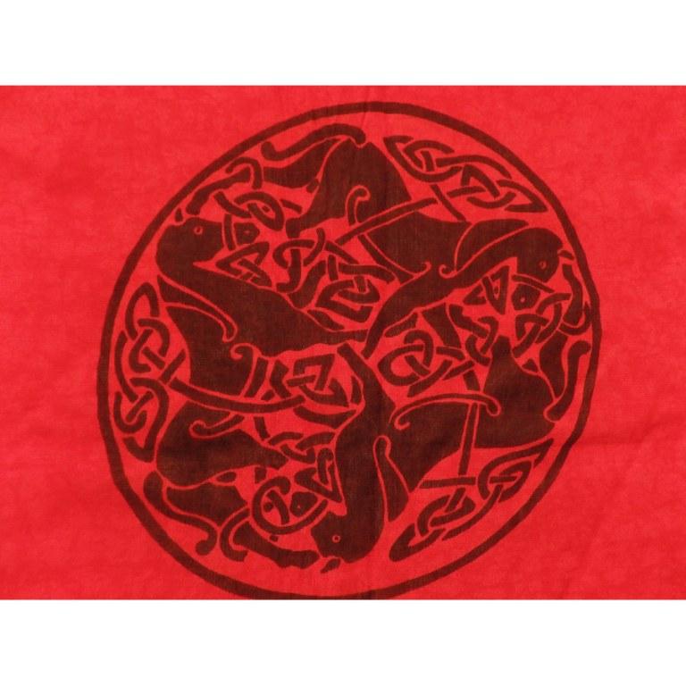 Paréo/tenture noir/rouge les chevaux celtes