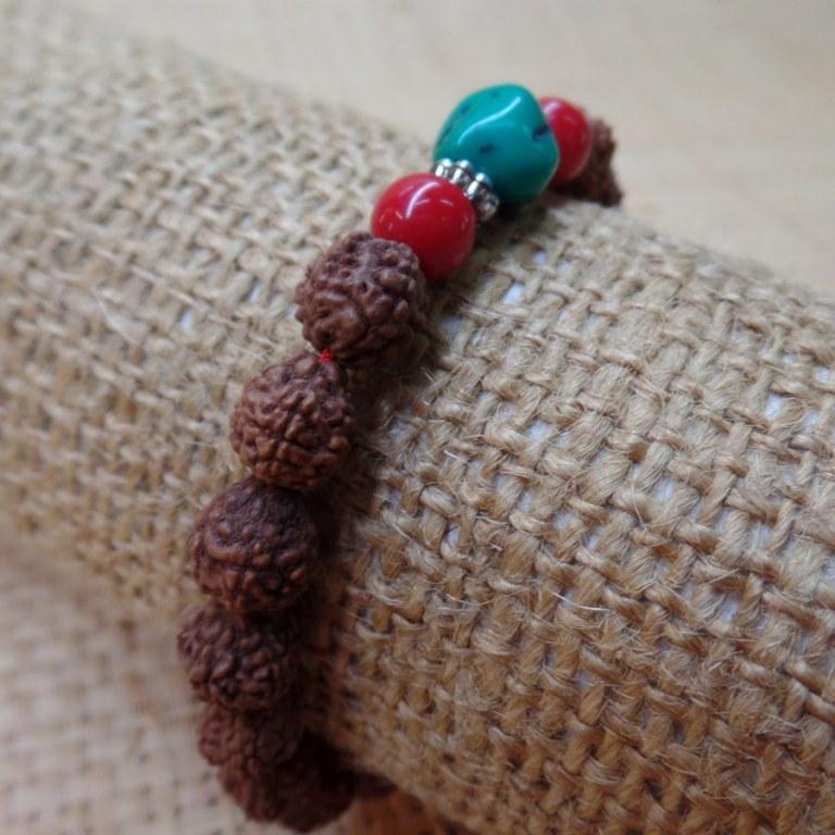 Bracelet mala 22 perles rudraksha/corail/turquoise 2