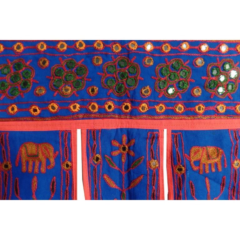 Dessus de porte indien toran bleu galon rouge