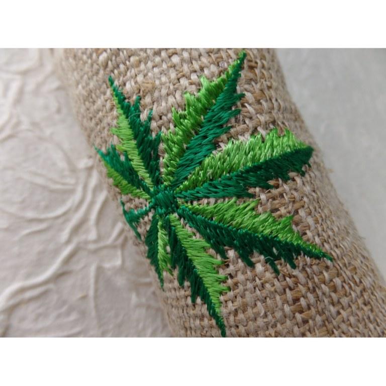 Trousse chanvre brodée feuille verte