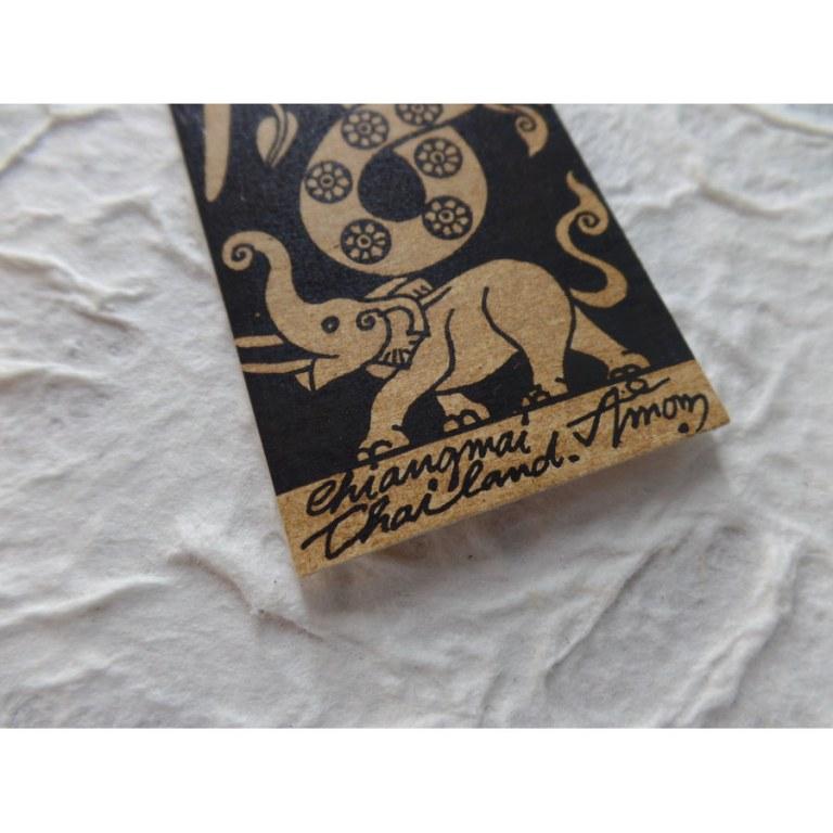 Marque page éléphant à la trompe fleurie