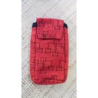 Pochette smartphone rouge motif géo