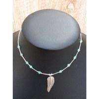 Collier plume et perles vertes