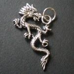 Pendentif dragon en défense