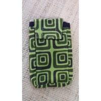 Housse smartphone motif carrés vert