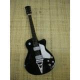 Guitare folk noire et blanche