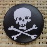 Badge 5 tête de mort noir & blanc