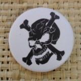 Badge 4 tête de mort  noire/blanc