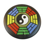 Badge Yin Yang M hexagone multicolore