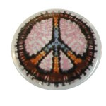 Badge Peace and Love Multicolore fond blanc