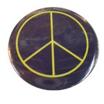 Badge Peace and Love Jaune fond noir