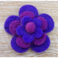 Broche fieltro prune