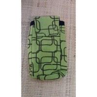 Pochette smartphone motif géo vert