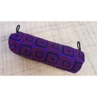 Trousse motif carré violet