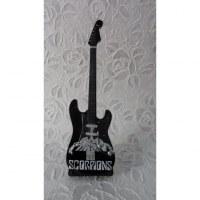 Guitare noire et blanche Scorpions