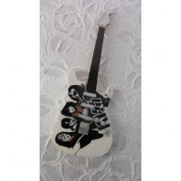 Guitare blanche Kiss