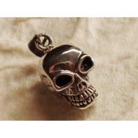 Pendentif petit crâne