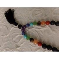 Collier perles de lave et perles 7 chakras X 4 fil noir