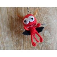 Porte clé petit diable rouge à la fourche