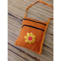 Sac passeport orange broderie florale jaune or coeur rouge