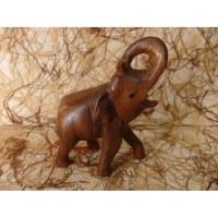 Eléphant trompe enroulée sculpté en bois