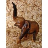 Eléphant sculpté en bois