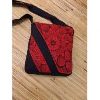 Sacoche noire motif rouge