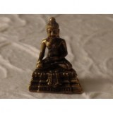 Bouddha bhumisparsa sur son trône