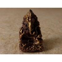 Ganesh assis en tailleur doré