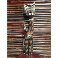 Chat en bois marron tigré