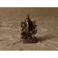 Ganesh assis une jambe fléchie