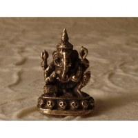 Ganesh sur un trône tête de mort