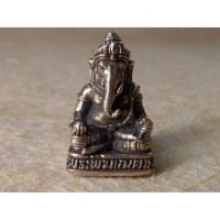Ganesh gris assis sur son trône