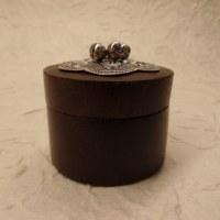 Mini-boîte foncée couvercle feuille